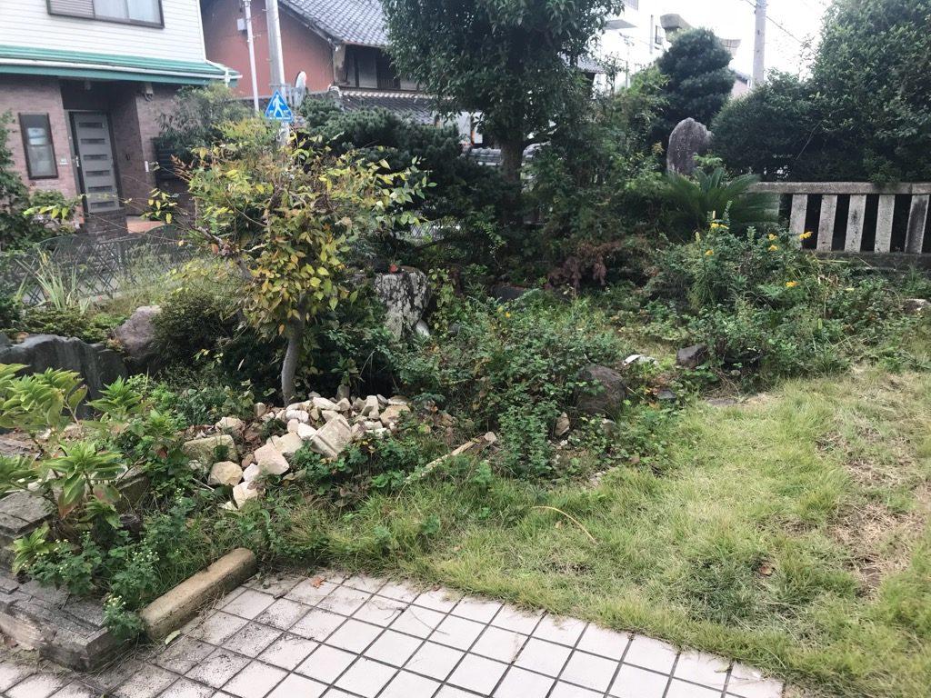 庭の中も、芝生や庭木を取り払って、一度スッキリさせます