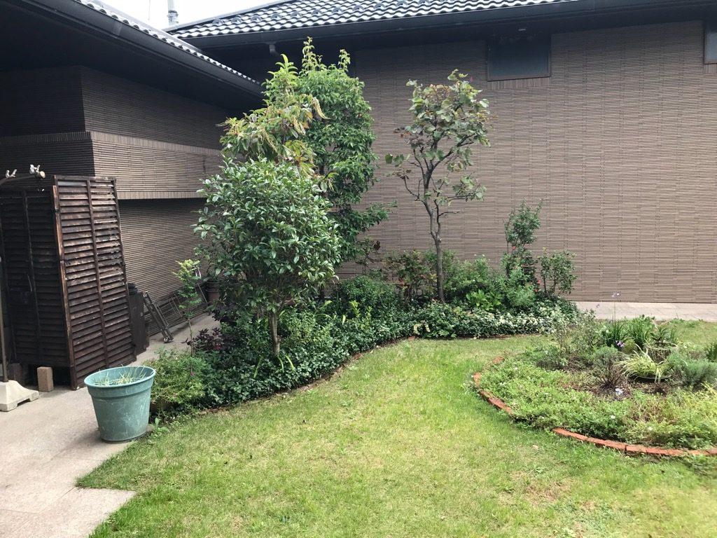 大豪邸の中庭。模様替えしたくなったそうです。