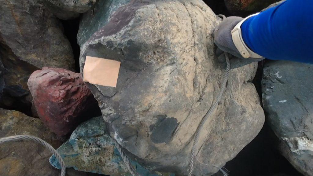 揖斐紫雲石です。この石が大好きな親方なようで、大半がこの石です。