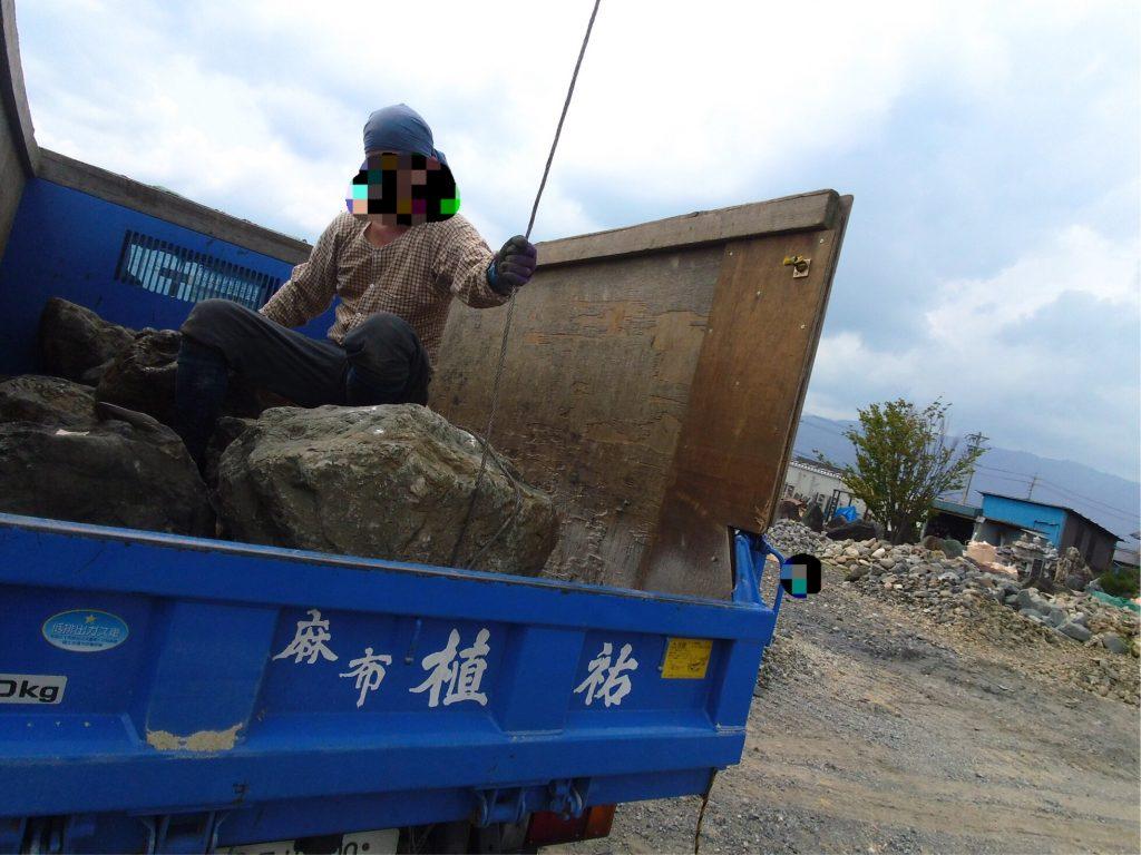石の玉掛け作業は、こなれている感じがするので、結構、石を扱ってみえるようです