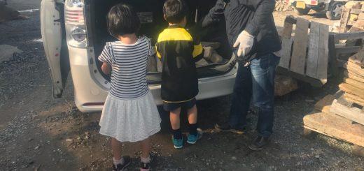お子さん達も、石の積み込みのお手伝い