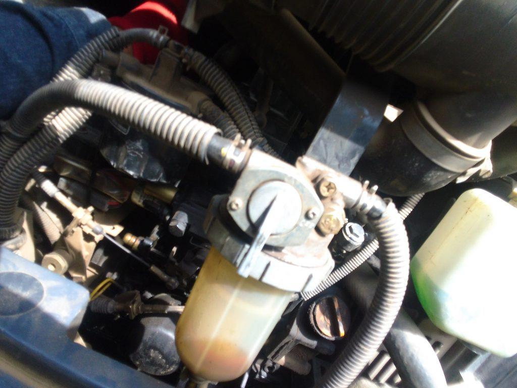 初っ端から、ユンボのエンジンかからず。セルモーターの配線が接触不良なようで、触っていたら動いたw