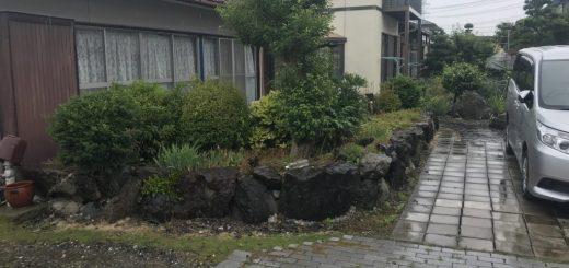 解体前のお庭。石積みでぐるっと囲ってあります