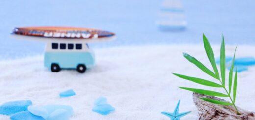 白い砂で砂場つくり